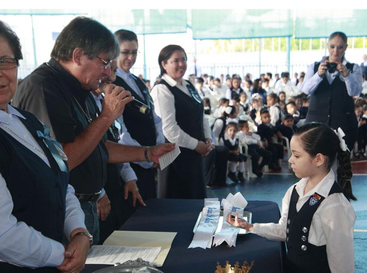 Inmaculada Concepción Colegio Remington brinda homenaje a la Virgen